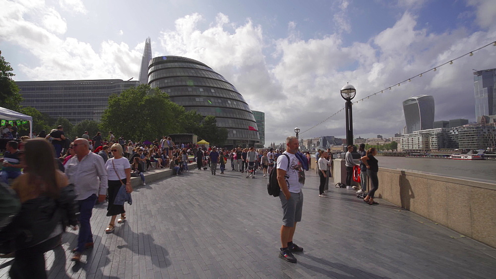 London Riverside promenade on the Thames, Potters Fields Park and City Hall, Southwark, London, England, United Kingdom, Europe