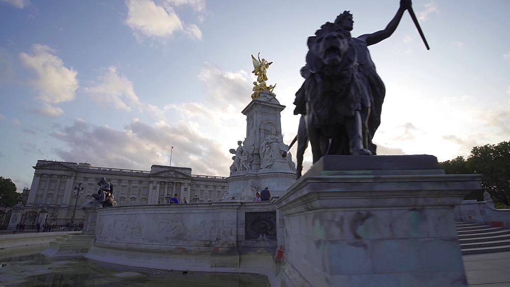 Victoria Memorial and Buckingham Palace, London, England, United Kingdom, Europe