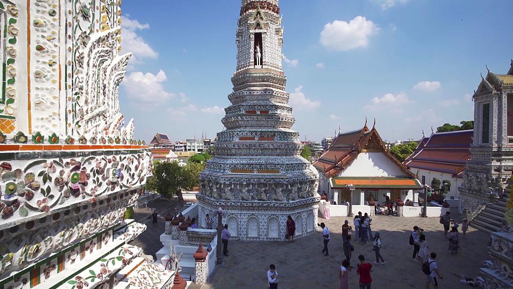 Gimbal video of Wat Arun Ratchavararam (The Temple of Dawn), Bangkok, Thailand, Southeast Asia, Asia