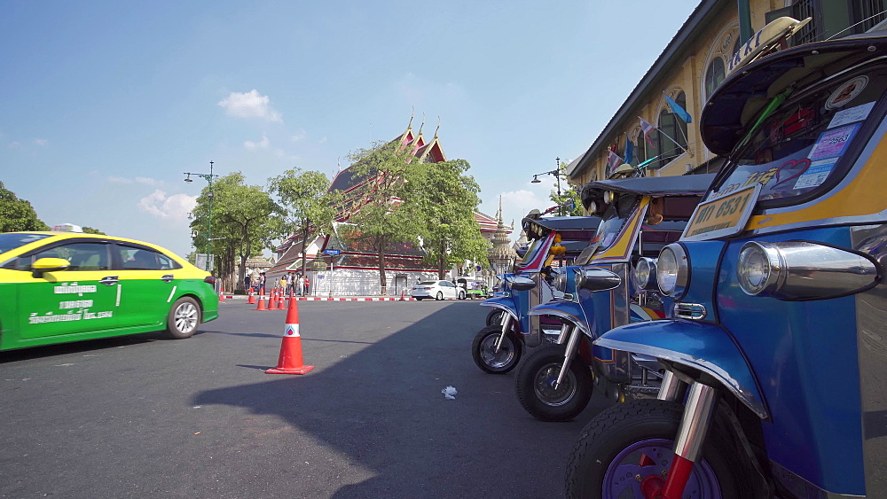 Taxi next to Wat Phra Chetuphon (Wat Pho) (Temple of the Reclining Buddha), Bangkok, Thailand, Southeast Asia, Asia