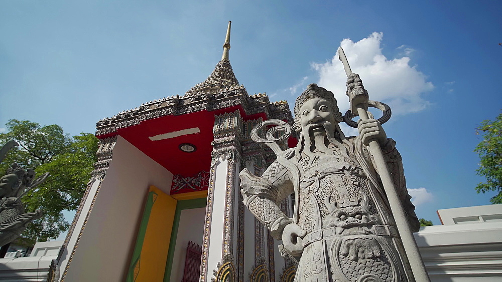 Gimbal video of Wat Phra Chetuphon (Wat Pho - reclining Buddha), Bangkok, Thailand, Southeast Asia