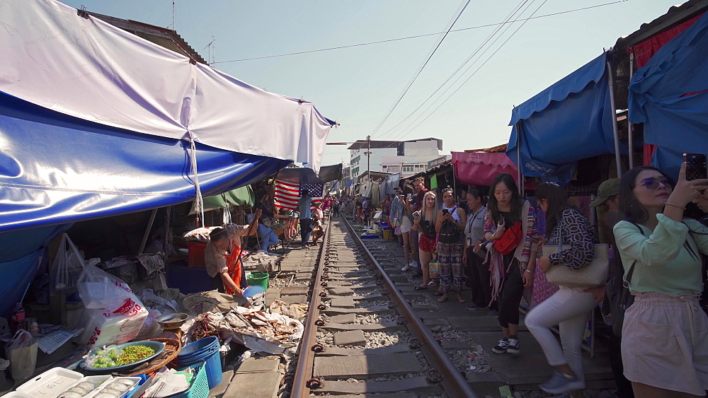 Busy Maeklong Railway Market, Bangkok, Thailand, Southeast Asia, Asia