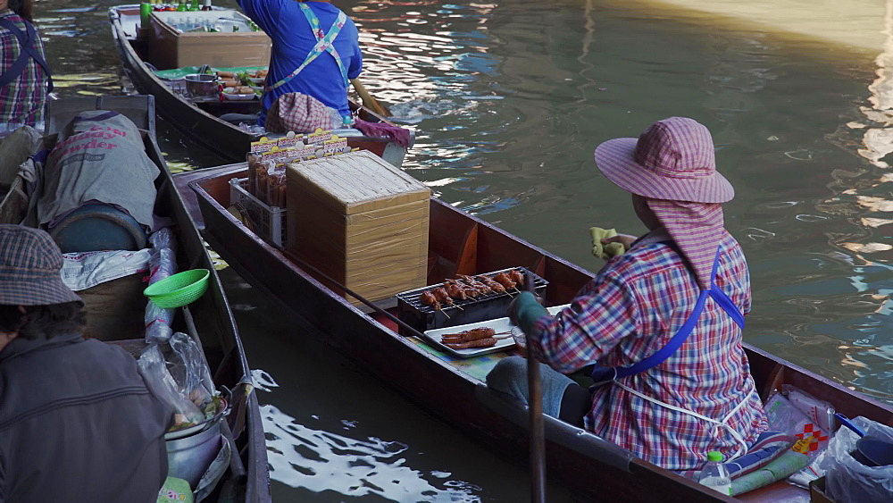 Riverside cooking at the Damnoen Saduak Floating River Market, Bangkok, Thailand, Southeast Asia, Asia