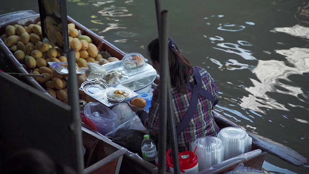 Riverside cooking at the Damnoen Saduak Floating River Market, Bangkok, Thailand, Southeast Asia, Asia