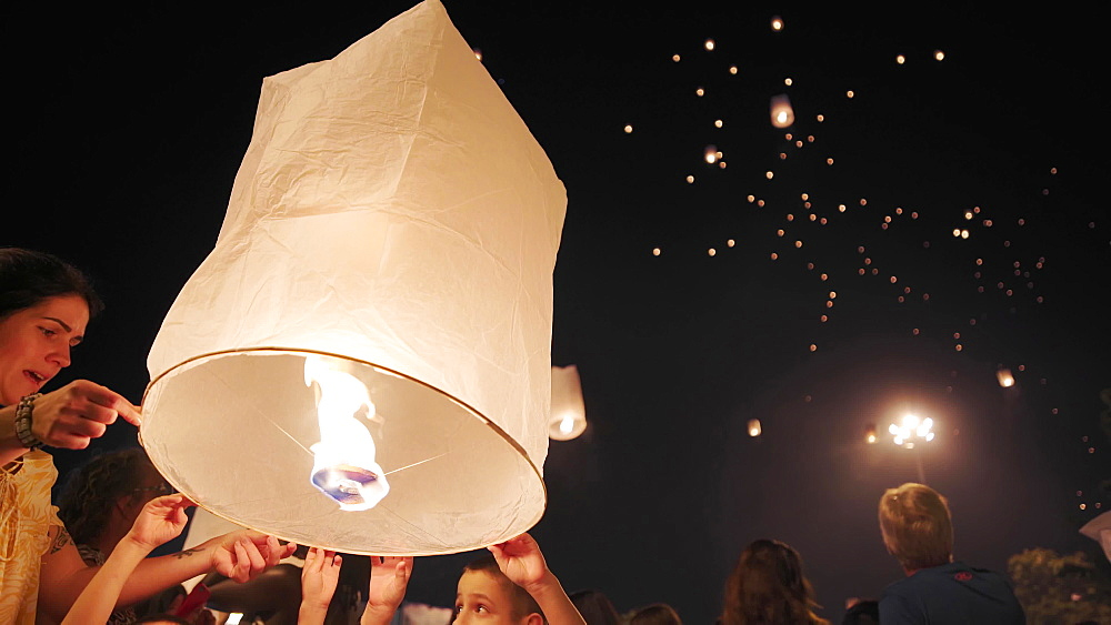 Thai locals releasing lanterns and celebrating New Year's Eve, last day of 2019, Chiang Mai, Thailand, Southeast Asia, Asia