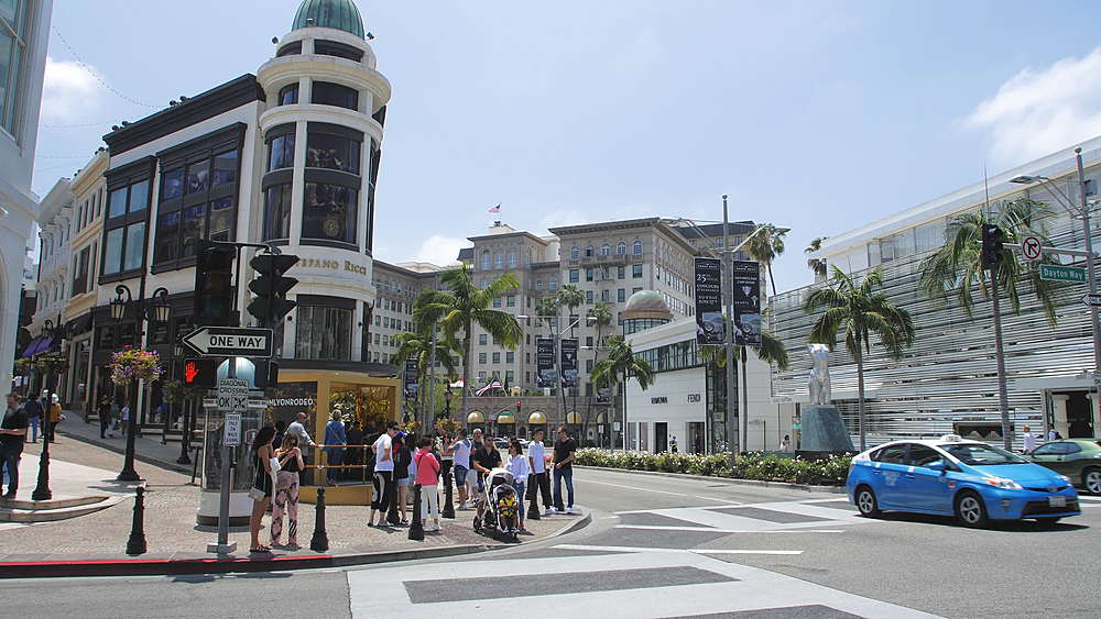 Video of people crossing Rodeo Drive and Dayton Way, Beverly Hills, Los Angeles, LA, California, United States of America, North America - 1276-867