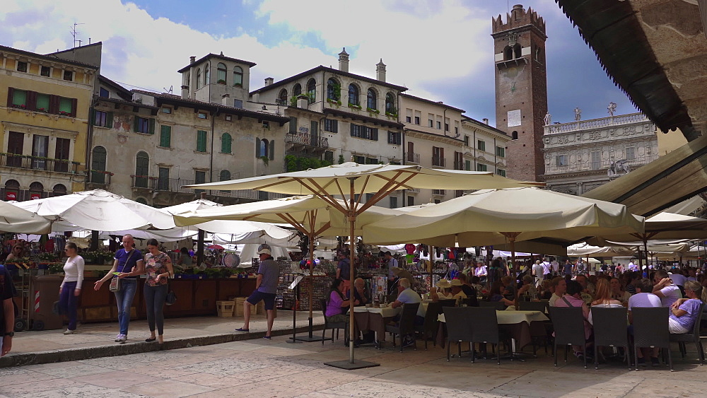 Market square with open air stalls, crowd in restaurants and Palazzo Maffei view, Piazza delle Erbe, Verona, Veneto, Italy, Europe - 1278-149