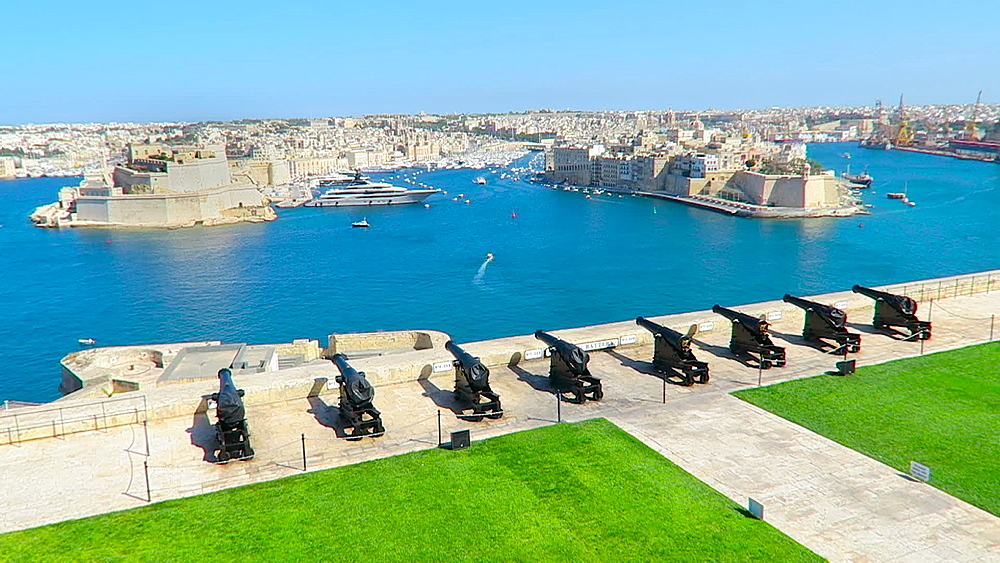 Valletta, Malta day view of The Saluting Battery at Upper Barrakka Gardens over the Grand Harbour. - 1278-49