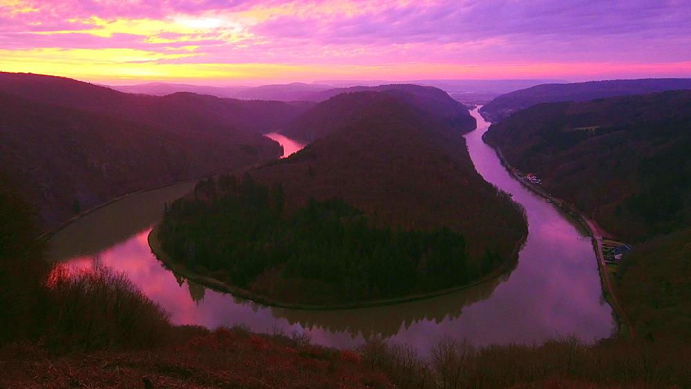 Large Saar River Bend near Orscholz in the morning, Mettlach, Saarland, Germany, Europe
