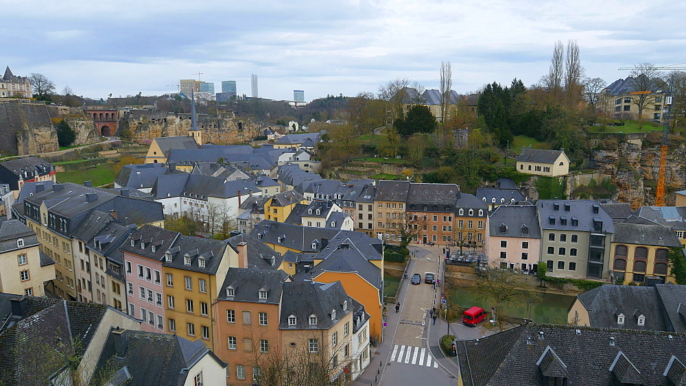Lower town Grund, seen from Chemin de la Corniche, Luxembourg City, Grand Duchy of Luxembourg, Europe - 396-10391