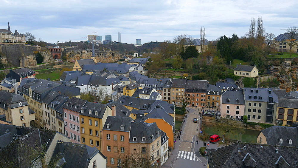 Lower town Grund, seen from Chemin de la Corniche, Luxembourg City, Grand Duchy of Luxembourg, Europe - 396-10392