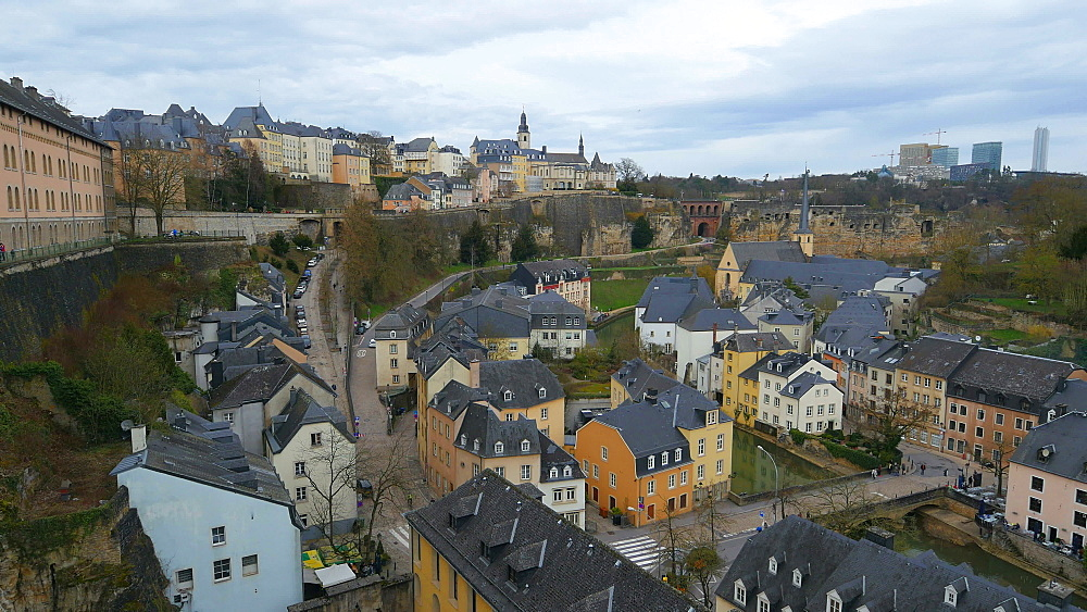 Lower town Grund, seen from Chemin de la Corniche, Luxembourg City, Grand Duchy of Luxembourg, Europe - 396-10393