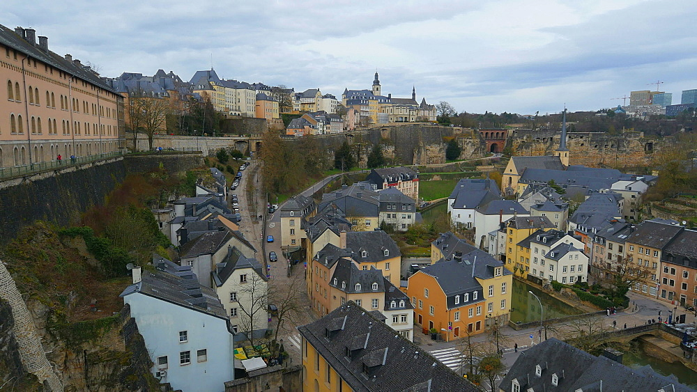 Lower town Grund, seen from Chemin de la Corniche, Luxembourg City, Grand Duchy of Luxembourg, Europe - 396-10394
