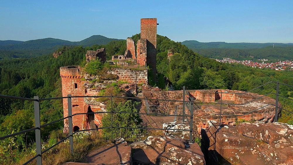 Altdahn Castle near Dahn, Dahner Felsenland (Dahn Rocky Landscape), Palatinate Forest, Rhineland-Palatinate, Germany