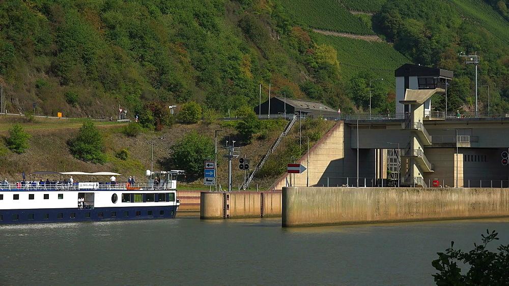 Saar River near the lock of Serrig, Saar Valley, Rhineland-Palatinate, Germany, Europe
