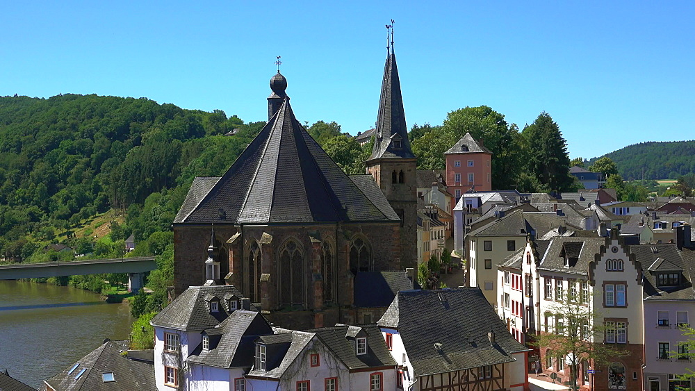 Old Town with Parish Church of St Lawrence (Laurentius), Saarburg an der Saar, Rhineland-Palatinate, Germany, Europe