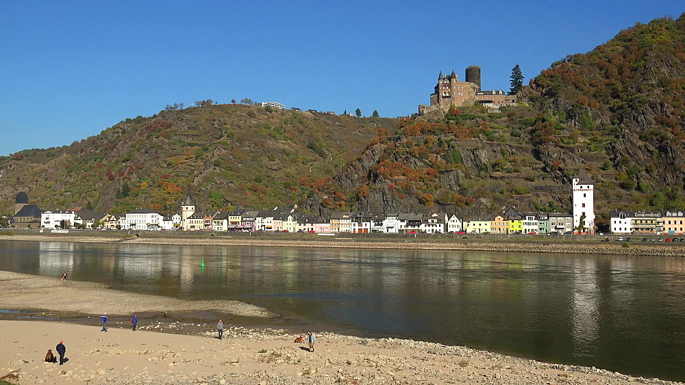 Rhine Valley, low water of River Rhine near St. Goarshausen with Katz Castle, Rhineland-Palatinate, Germany, Europe