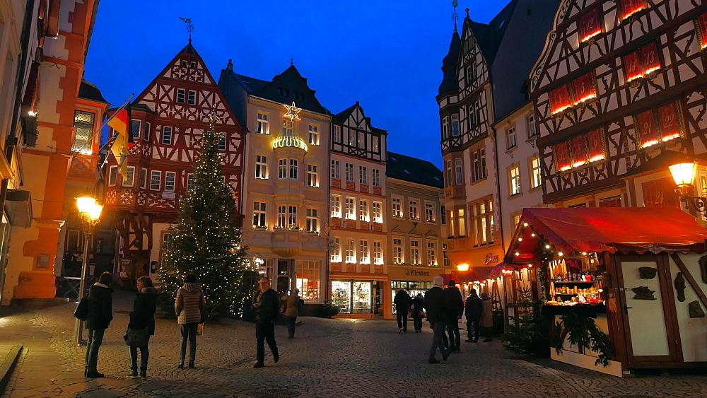 Christmas market, Bernkastel-Kues, Moselle Valley, Rhineland Palatinate, Germany, Europe