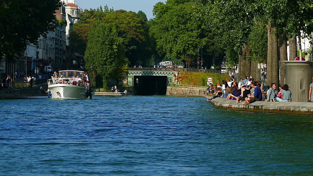 Canal Saint-Martin, Quai de Valmy, Paris, France, Europe - 396-5938