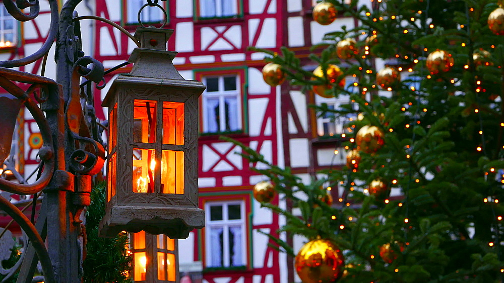 Christmas time at the market square of Bernkastel-Kues, Moselle River, Rhineland-Palatinate, Germany, Europe - 396-6067