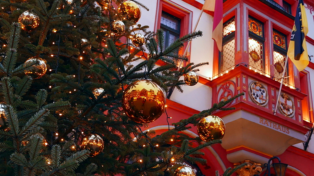 Christmas time at the market square of Bernkastel-Kues, Moselle River, Rhineland-Palatinate, Germany, Europe - 396-6069