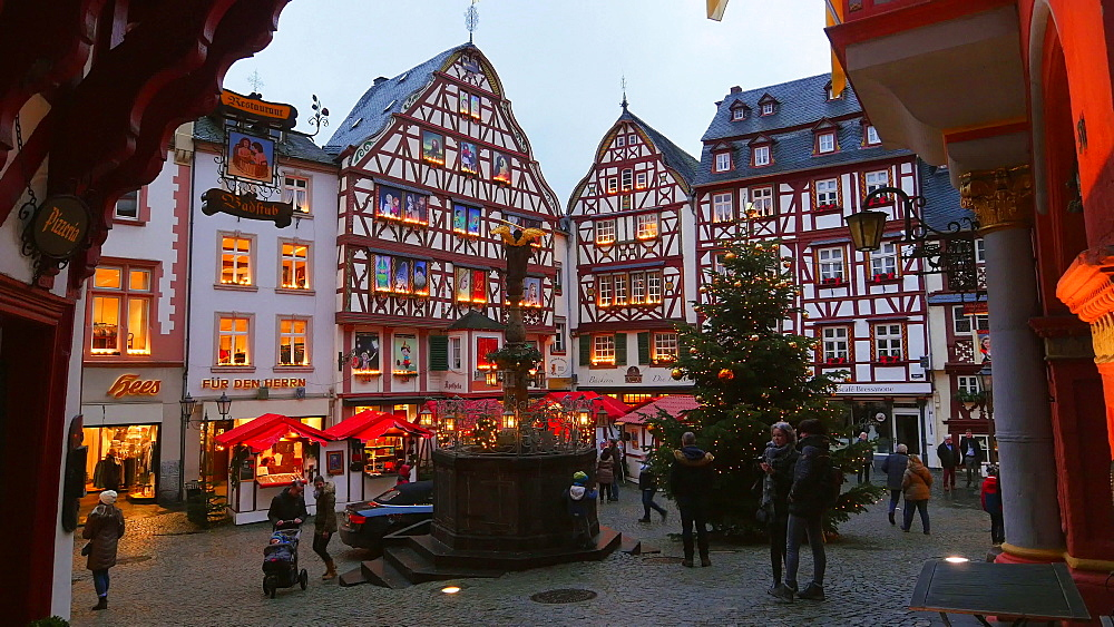 Market place and christmas tree in Bernkastel-Kues, Moselle Valley, Rhineland-Palatinate, Germany - 396-8239