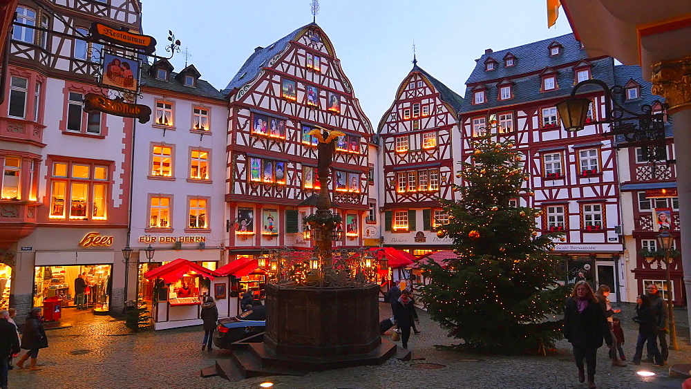 Market place and christmas tree in Bernkastel-Kues, Moselle Valley, Rhineland-Palatinate, Germany - 396-8241