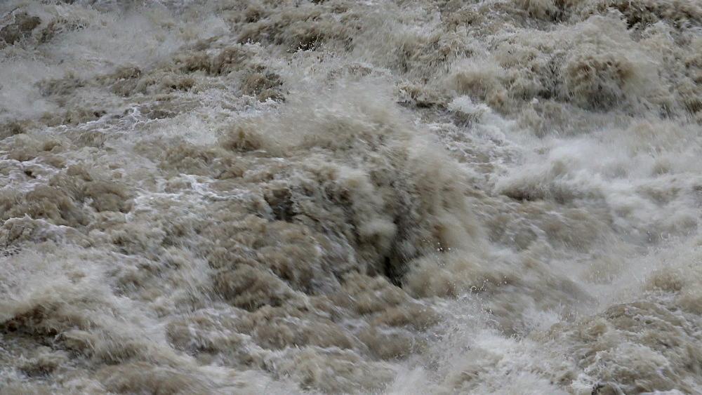 Flood waters at weir, Saar River, Serrig, Rhineland-Palatinate, Germany - 396-8251