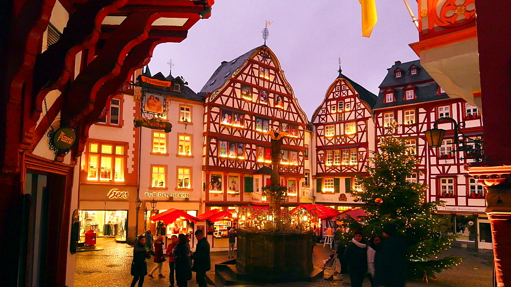 Market place and christmas tree in Bernkastel-Kues, Moselle Valley, Rhineland-Palatinate, Germany - 396-8308
