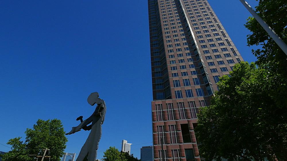 Hammering Man and Messeturm, Fair Tower, Friedrich-Ebert-Anlage, Frankfurt am Main, Hesse, Germany