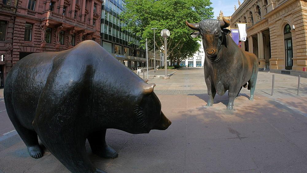 Bull and Bear at Frankfurt Stock Exchange at Boersenplatz, Frankfurt am Main, Hesse, Germany