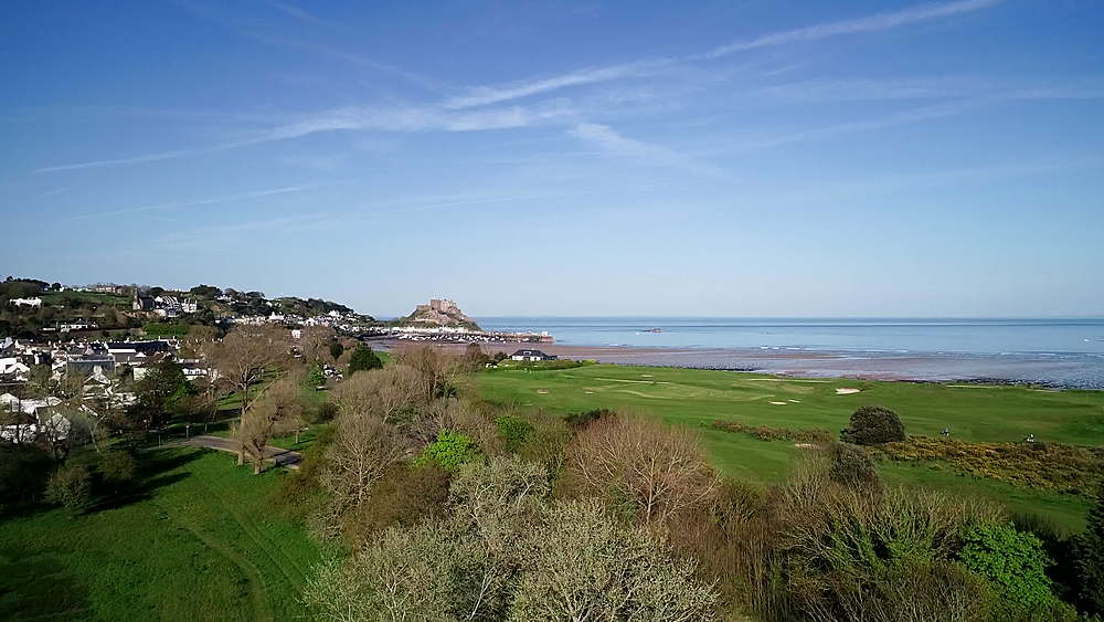 United Kingdom, Channel Islands, Jersey, Gorey, Royal Jersey Golf Course, Mont Orgueil Castle (Gorey Castle)