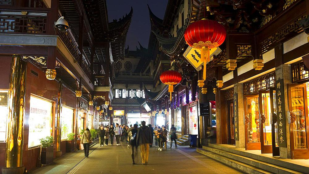 T/L Lanterns hanging in Yuyuan Bazaar district at night, Shanghai, China