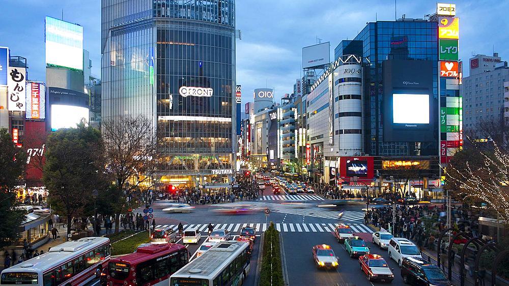 TL Wide shot Pedestrians and traffic across Shibuya Crossing, Hachiko Crossing, Shibuya, Tokyo, Honshu, Japan