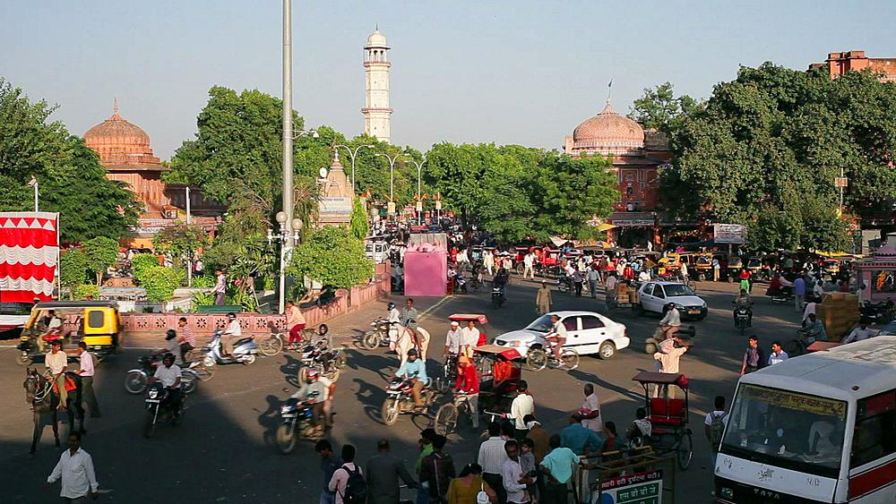 Traffic congestion and street life in the City of Jaipur, Pink gate, City Walls, Rajasthan, India, Asia