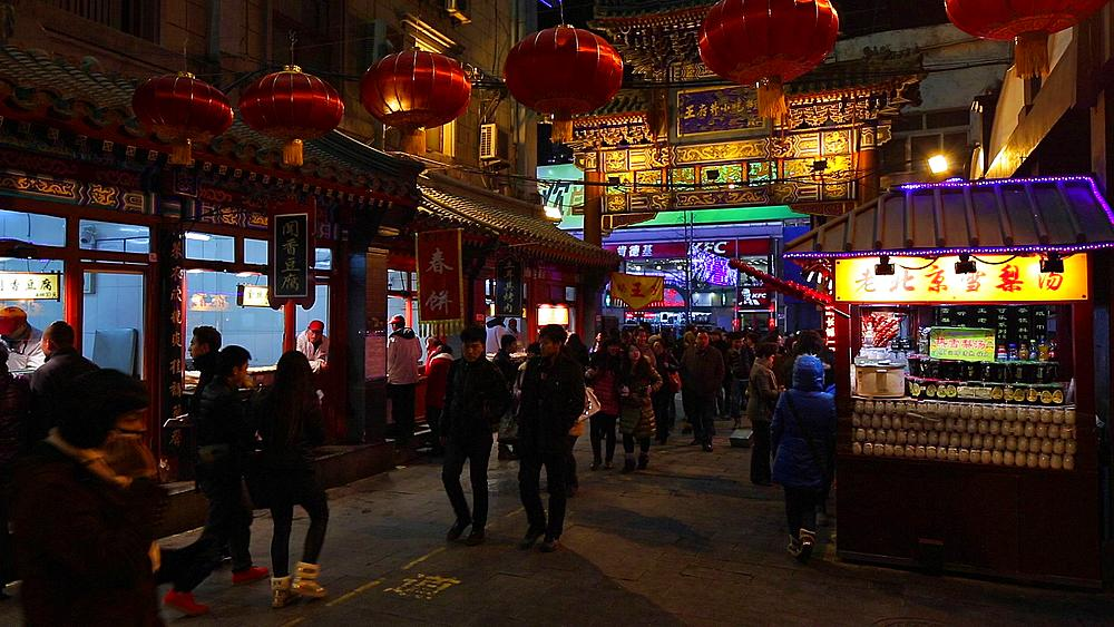 China, Beijing, Food stalls in Wanfujing Dajie Street, Beijing's main shopping street at night