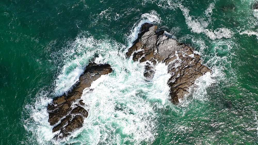 Aerial of dramatic North Cornish coastline near Padstow, Cornwall, England, United Kingdom, Europe - 799-4123