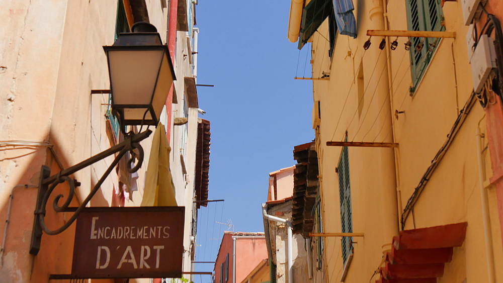 Narrow streets, Menton, Alpes-Maritimes, Cote d'Azur, Provence, French Riviera, France, Mediterranean, Europe  - 844-10185