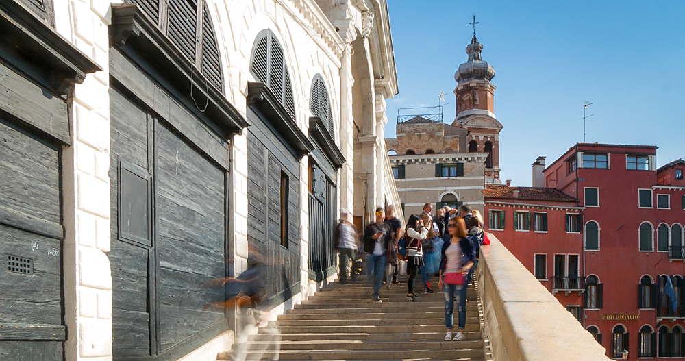 Tourists on Rialto Bridge, Venice, Veneto, Italy, Europe