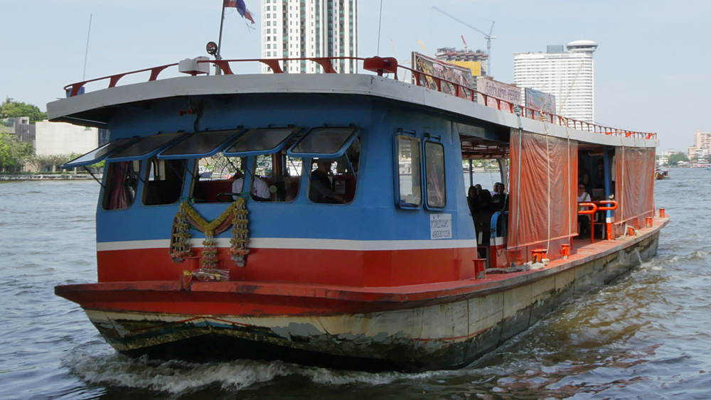 Boat arriving at Central Pier Sathorn and River Chao Phraya, Bangkok, Thailand, South Asia, Asia