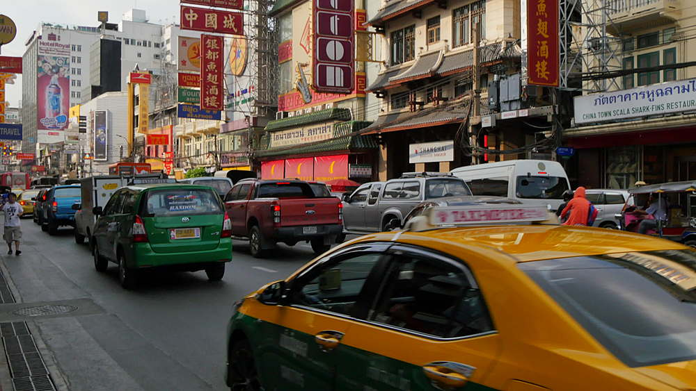 Traffic on Yaowarat Road, Chinatown, Bangkok, Thailand, South Asia, Asia