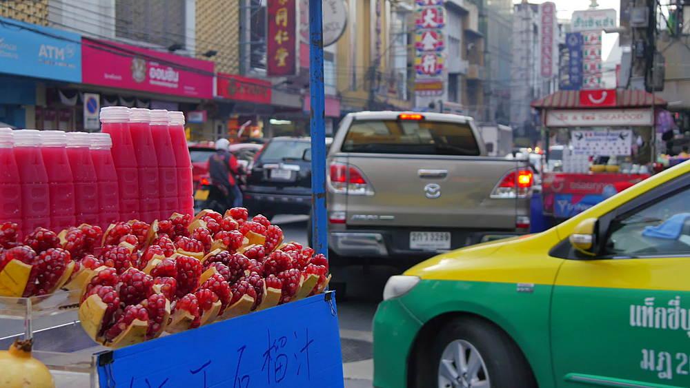 Fruit drink stall and traffic on Yaowarat Road, Chinatown, Bangkok, Thailand, South Asia, Asia