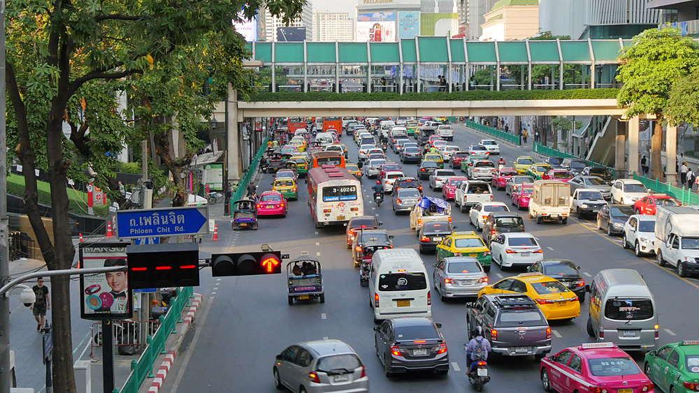 Traffic on Ratchadamri Road, Bangkok, Thailand, South East Asia, Asia
