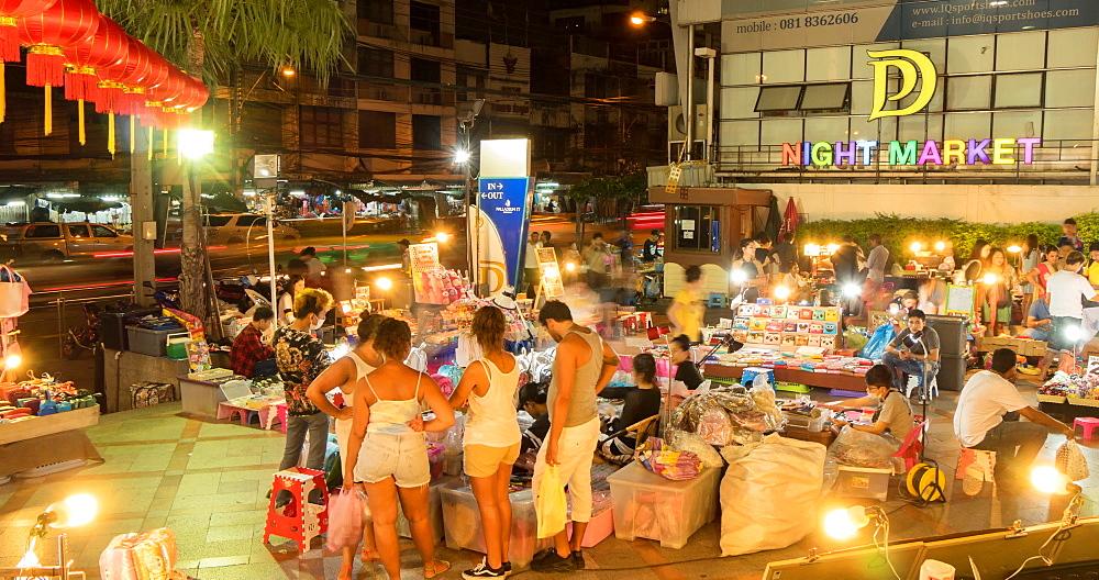 Night Market on Ratchadamri Road at night, Bangkok, Thailand, South East Asia, Asia