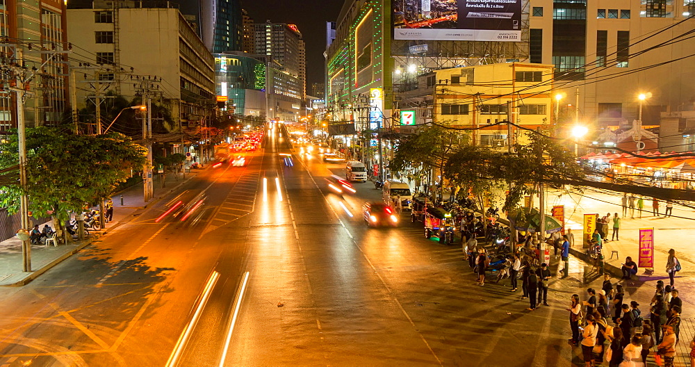 Traffic on Phetchaburi Road at night, Bangkok, Thailand, South East Asia, Asia