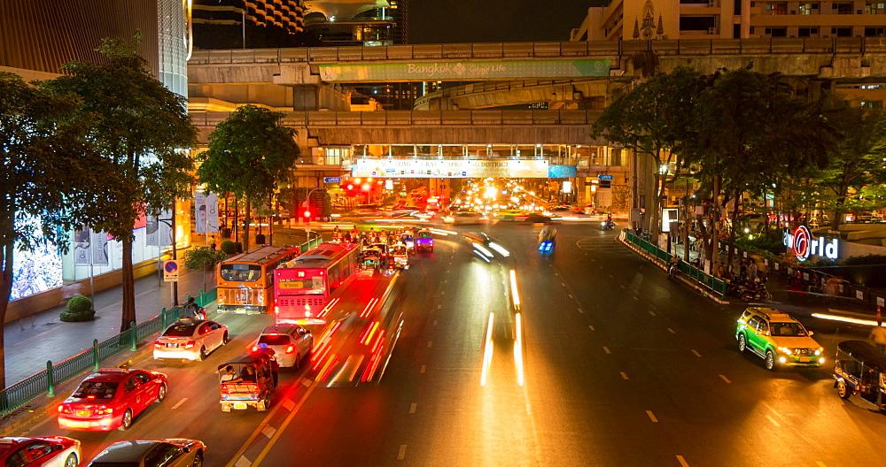 Traffic on Ratchadamri Road at night, Bangkok, Thailand, South East Asia, Asia