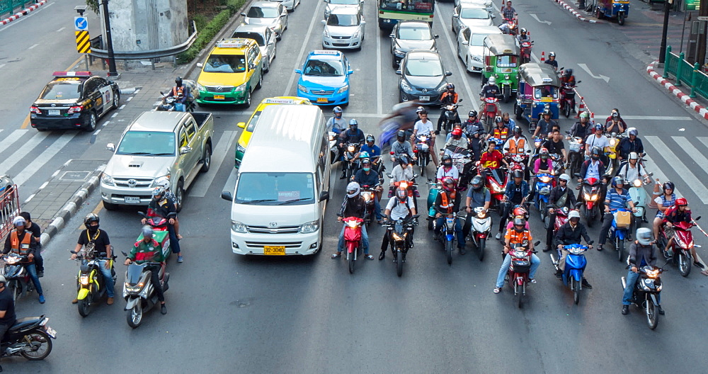 Traffic on Ratchadamri Road intersection, Bangkok, Thailand, South East Asia, Asia