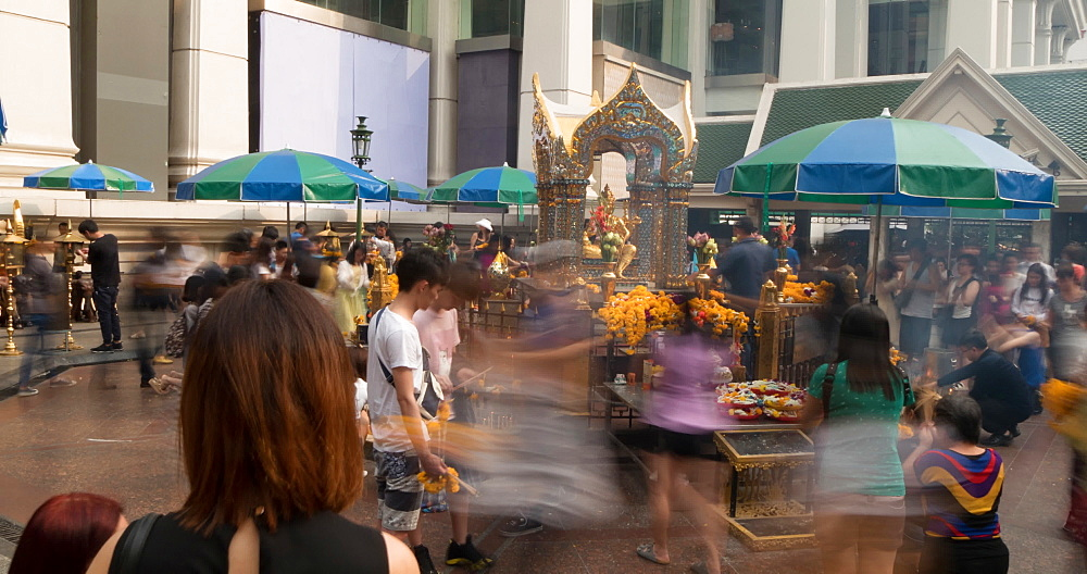 Erawan Shrine, Ratchadamri Road, Bangkok, Thailand, South East Asia, Asia