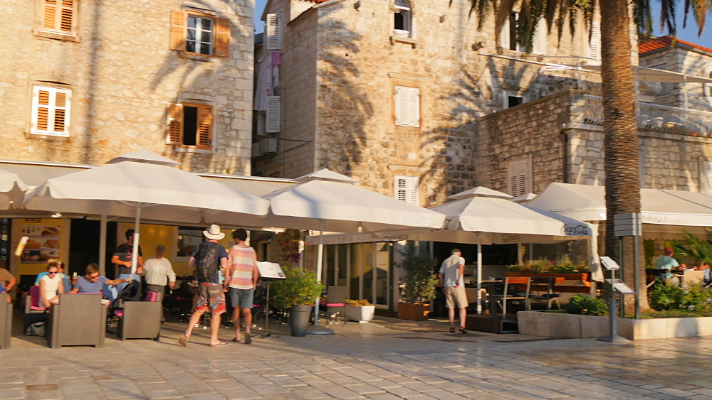 Restaurants along harbourside promenade, Hvar, Hvar Island, Dalmatia, Croatia, Europe - 844-12188
