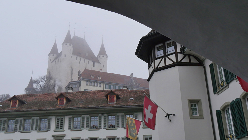 Schloss Thun and Rathausplatz, Thun, Jungfrau region, Bernese Oberland, Swiss Alps, Switzerland, Europe
